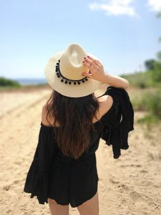 Pom Pom fedora sun hats #sunhats #pompom #sunmer How to wear a Pom Pom straw hats in summer, summer outfits, beach, travel, DIY, craft ideas