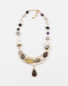 Collares-y-dijes-Gems Collar con media luna de piedras tejidas con dije de centro colgando y con cadena de piedras todo en cobre.