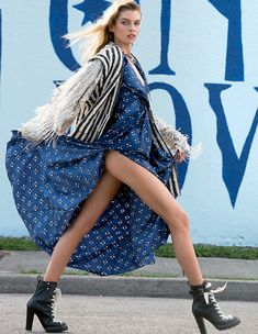 Top model Stella Maxwell graces the September 2017 cover of ELLE Italy. Photographed by David Mushegain, the blonde beautywears a Dolce & Gabbana jacket… Fashion Photography Poses, Fashion Photography Inspiration, Fashion Poses, Style Inspiration, Fashion Editorials, Photography Pics, Photography Magazine, Editorial Photography, Stella Maxwell