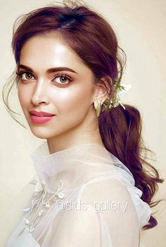 Actress that really shines in the industry is Deepika Padukone Deepika Padukone Latest, Deepika Ranveer, Deepika Padukone Style, Shraddha Kapoor, Ranbir Kapoor, Priyanka Chopra, Deepika Padukone Hairstyles, Beautiful Bollywood Actress, Most Beautiful Indian Actress