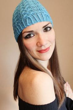 This beautiful knitted turquoise beanie is made of 100% merino-wool, decorated with an individual cable pattern.