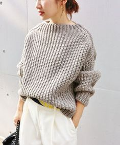 Celebs with best street style and how to get their look Sweater Knitting Patterns, Knitting Designs, Pullover Upcycling, How To Purl Knit, Casual Chic Style, Cool Sweaters, Knit Fashion, Japanese Fashion, Knitwear