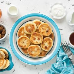 These Pesach pancakes are made with both cream cheese and cottage cheese, eggs, salt, sugar, matzah meal, & onion powder. Serve with sour cream on the side.  Courtesy of the Women's Branch of the OU Passover 2017, Matzo Meal, Cheese Pancakes, Passover Recipes, Vegetarian Cheese, Cottage Cheese, Potato Recipes, Sour Cream, Crackers