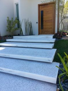 Trendy Ideas For Front Patio Steps Concrete Porch Front Porch Stairs, Front Door Steps, Entry Stairs, Exterior Stairs, Front Porches, Front Entry, Concrete Porch, Concrete Stairs, Tile Stairs