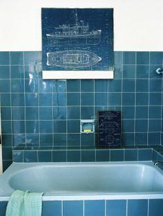 Een unieke spatwand in de keuken hangevormde tegels kleine tegels gekleurde wandtegels - Keuken faience metro ...