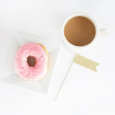 Coffee and donut on a lazy Sunday afternoon ☕ #sundayafternoon #lazysunday #sunday #auftanken #pause #reset #sweettooth #sweets #coffee #coffeelover #sundaycoffee #donuts #pink #inlovewithcoffee #rosemarywatsonproductions