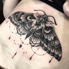 53 Ideas Tattoo Traditional Moth Ideas For 2019 Bug Tattoo, Tattoo Ink, Underboob Tattoo, Forearm Tattoos, Sleeve Tattoos, Trendy Tattoos, New Tattoos, Cool Tattoos, Tattoo Ideas