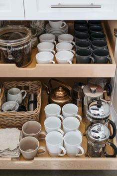 Helpful tips and ideas for organizing a beautiful kitchen coffee station. Coffee Station Kitchen, Coffee Bar Home, Home Coffee Stations, Coffee Coffee, Bunn Coffee, Coffee Area, House Coffee, Coffee Nook, Coffee Dripper