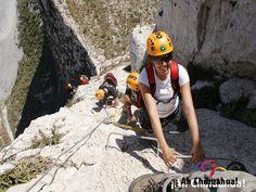 TURISMO EN BARRANCAS DEL COBRE. Para aquellos que no son expertos en la práctica de escalada en roca y rappel, el Parque de Aventuras Barrancas del Cobre, es el lugar perfecto para atreverse. El nivel de seguridad es de los más altos del mundo, en cuanto a actividades de este tipo; se tienen los escenarios más espectaculares y se logra una experiencia satisfactoria, fascinante y de compenetración total con la naturaleza en las Barrancas del Cobre. N deje de conocerlo en su visita a…