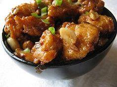 KUNG PAO CHICKEN – Chicken breasts, peanuts,  garlic, green onion, sesame oil, honey, soy sauce, rice wine vinegar, ginger, red pepper & cornstarch.