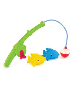 Go fish! This fun fishing set features a reeling pole that uses magnets to grab floating fish pieces for catch-and-release adventures in the tub.