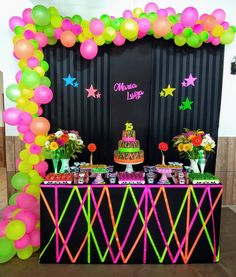 New neon party decorations ideas Neon Birthday, 13th Birthday Parties, Birthday Party Themes, 15th Birthday, Neon Party Decorations, Birthday Decorations, Glow In Dark Party, Blacklight Party, Disco Party