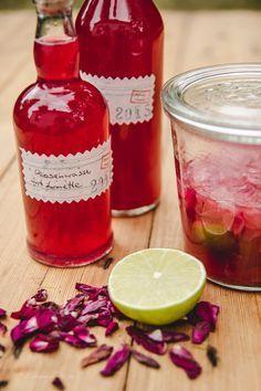 Rosenwasser in Flaschen