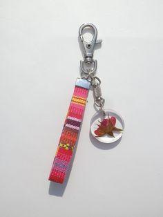 Annys workshop,Handmade keychain, hard plastic keychain, Pressed flowers keychain, Rose keychain (1)