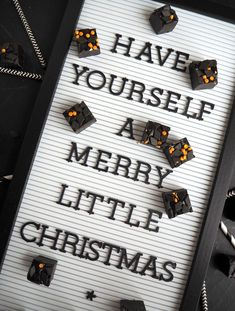 Herkullinen salmiakkifudge Merry Little Christmas, Toffee, Diy, Sticky Toffee, Candy, Bricolage, Do It Yourself, Homemade, Diys