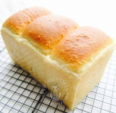 so soft it can barely stand: poolish starter hokkaido toast ~ highly recommended… Poolish Bread Recipe, Asian Bread Recipe, Japanese Milk Bread, Baking Buns, Baking Breads, Bread Bun, Corn Bread, Yeast Bread, Sourdough Bread