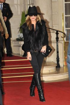 kate moss all black hat All Black Hat, Wearing All Black, Estilo Kate Moss, Street Chic, Street Style, Moss Fashion, Kate Moss Style, Corte Y Color, Fashion Outfits