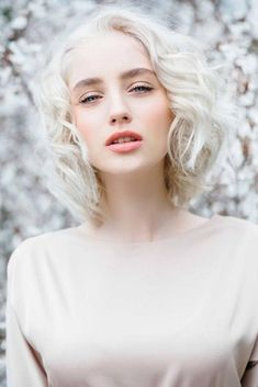 Choosing one of these haircuts for thick wavy hair depends on how much time and effort you can spend on styling. Get some major inspo here! Short Layered Bob Haircuts, Medium Bob Hairstyles, Layered Hair, Hairstyles Haircuts, White Hair, Blue Hair, Wavy Hair, Medium Hair Cuts, Short Hair Cuts