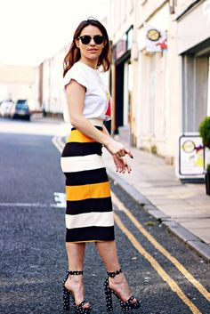 28 Timeless Pencil Skirt Outfits You Must See - Be Modish Skirt Outfits Modest, Pencil Skirt Outfits, Casual Work Outfits, Pencil Skirts, Rock Outfits, Summer Business Outfits, Business Outfits Women, Business Women, Business Casual