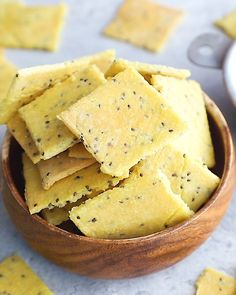 Paleo crackers made with almond flour! Youll only need 4 ingredients for these deliciously crispy protein-packed low carb crackers. Plus weve got 5 different flavor variations for you to try! Paleo Snack, Paleo Diet, Healthy Snacks, Paleo Food, Paleo Breakfast, Eating Healthy, Healthy Living, Low Carb Crackers, Healthy Crackers