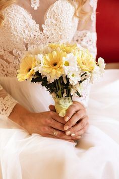 simple but elegant bouquet for your wedding in Tuscany.