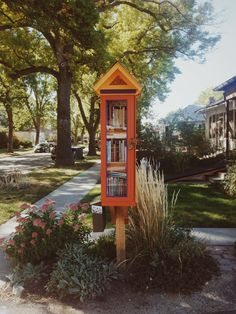 "https://flic.kr/p/yVzxwU | little free library in my hood | i don't believe it's technically ""registered,"" but so lovely nonetheless."