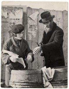 Roman Vishniac. 1935–1938 Herring for the traditional third meal of shabbat. Mukachevo, Ukraine