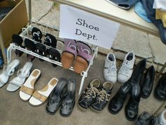 How To Set Up Your Yard Sale Space & Display Your Items For Sale Display all shoes in one area toget Garage Sale Organization, Garage Sale Tips, Organizing, How To Sell Clothes, Sell Shoes, Rummage Sale, Shoe Display, Shoe Organizer, Shoe Sale