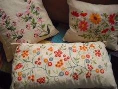 Felt Embroidery, Embroidery Motifs, Types Of Embroidery, Cross Stitch Embroidery, Acrylic Painting Inspiration, Flower Embroidery Designs, Embroidered Cushions, Wool Applique, Handicraft