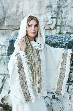 bff8f2dd78c256 Diese erstaunliche Zeremonie Poncho ist 100 % handgefertigt Seide Khadi  nachhaltig gewebt und Handwerker hergestellt -