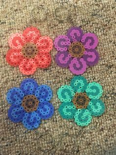 Flower Perler on a Keychain or Kandi bracelet von Kitti4real