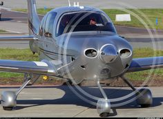 Cirrus SR-22T aircraft picture
