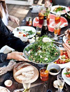 Tijd voor een feestje De zomer is zo fijn om met vrienden en familie te genieten van het mooie weer, lekker buiten zijn en van elkaar! Er is altijd wel een goeie reden te bedenken voor een feestje: let's celebrate! Een verjaardag, vrienden bij elkaar,...