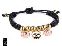 Pulseira estilo shamballa com pingentes de caveirinhas, pulseira de auto ajuste. R$37,00