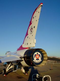 Thunderbirds' F-16 on static display at Aviation Nation 2008