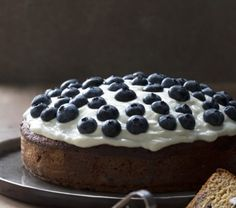 A zesty and fruity cake topped with luscious yoghurt icing is a great dessert to offer to your guests. Once iced, the cake will not keep so best go for Easter Recipes, Easter Food, Farro Recipes, Springform Cake Tin, Blueberry Cake, Great Desserts, Cake Toppings, Cake Tins, Serving Plates