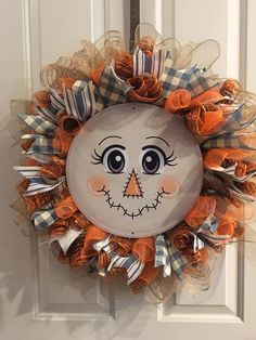 fall wreaths Get ready for fall! This adorable DIY scarecrow wreath was created by Sherrilynne Powell using a Unique in the Creek Character Board! Grab one from Sherrilynne or goto Unique Fall Mesh Wreaths, Diy Fall Wreath, Wreath Crafts, Deco Mesh Wreaths, Holiday Wreaths, Halloween Wreaths, Diy Halloween, Outdoor Fall Wreaths, Halloween Stuff