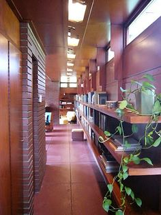 Rosenbaum house - by Frank Lloyd Wright-- look at that long lean bookshelf.....