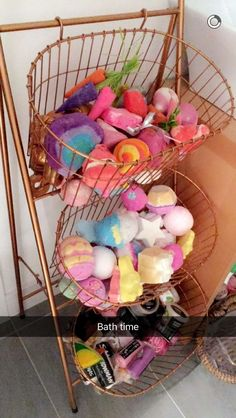 I'd love to have this many bath bombs!