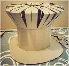 Jump in my zeppelin!: ✄ ✄ DIY - Mad as a hatter! Halloween 2019, Halloween Crafts, Halloween Decorations, Halloween Costumes, Harry Potter Disney, Alice In Wonderland Costume, Wonderland Party, Creative Costumes, Diy Hat