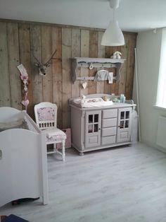 Otra idea para el cuarto de tu niño...  Hacemos proyectos de madera reciclada en España: www.almacen5.es