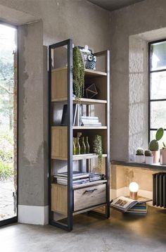 Boekenkast Metalo - Henders & Hazel Office Table, Table Desk, Kids Furniture, Furniture Design, Beauty Salon Design, Ladder Bookcase, Industrial Furniture, Wood Crafts, Home Goods