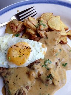 This almost doesn't qualify for being a recipe, since there are so few ingredients. This steak, egg & chips recipe from the Secret Jozi Chef is just perfect for a weekend meal! Steak Recipes, Egg Recipes, Dinner Recipes, Cooking Recipes, Healthy Recipes, Healthy Food, Recipies, Portuguese Steak, Portuguese Recipes