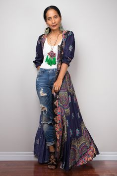Maxi Overdress with jeans Boho Fashion Over 40, Fashion For Women Over 40, Fashion Looks, Women's Fashion, Boho Sommer Outfits, Bohemian Summer Dresses, Loungewear Outfits, Garden Dress, Bohemian Mode