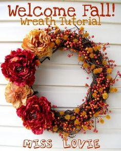 Miss Lovie: Welcome Fall Wreath {A Tutorial} Welcome fall is right! Praise fall in all its grandeur with this joyful flower and berry sprig Welcome Fall wreath. Fall Wreath Tutorial, Diy Fall Wreath, Autumn Wreaths, Wreath Crafts, Fall Diy, Wreath Ideas, Diy Tutorial, Fall Crafts, Diy Crafts