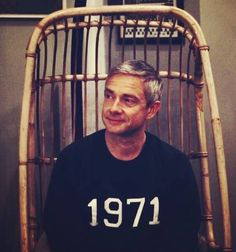 Yay! New photo of #MartinFreeman wearing a lovely sweatshirt with his birth year 1971! 💜💖😍💙 aww precisely when he's almost about to celebrate his birthday! Super cute as always! 💜😍 4/Sept/2020 From... Martin Freeman, Benedict And Martin, John Watson, Johnlock, Sherlock Holmes, Beautiful Men, Celebrities, Sweatshirt, Birth Year