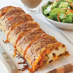 If you don't have time to make this cheeseburger stromboli dough from scratch, feel free to use an can of refrigerated pizza crust dough. Italian Recipes, Beef Recipes, Cooking Recipes, Cheeseburger Stromboli Recipe, Pizza Rolls, Paula Deen, Wrap Sandwiches, Pizza Dough, Have Time