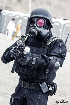 - My Resident Evil cosplay Resident Evil Hunk, Resident Evil Cosplay, Military Gear, Military Equipment, Corporación Umbrella, Gas Mask Art, Gas Masks, Indian Army Special Forces, Fallout Concept Art