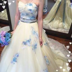 ドレス試着記録  HARDY AMIESのパステルイエロードレス 友達からは私のイメージは黄色オレンジと言われているのでカラードレスは意外感を出したかったんですが...すごい可愛い(ω) 大人っぽいけど可愛らしくもあり惚れてしまいました  #プレ花嫁#ドレス試着#カラードレス#結婚式#ウエディング#wedding#イエロードレス#黄色ドレス#hardyemies#NIKO#ハートカット#花柄ドレス#二幸 by rii.wedding