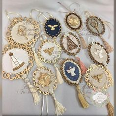 Holy Rosary, Arte Popular, Beaded Ornaments, First Communion, Shabby Chic Decor, Mixed Media Art, Christening, Decoupage, Diy And Crafts